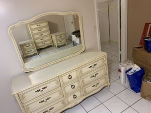 Antique Dresser and Night Stand Set for Sale in Hialeah, FL