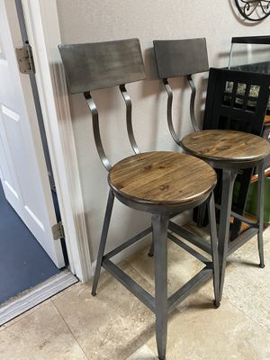 World Market Countertop / Bar Stools Set of 2 for Sale in Carlsbad, CA