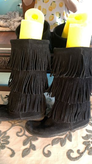 Minnetonka fringe moccasins for Sale in Las Vegas, NV