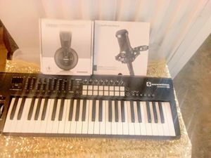 Beat making for you studio one,49key midi,mic stand,mic and pop filter comes with guitar sold separately for Sale in Philadelphia, PA