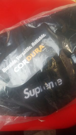 Supreme waist bag for Sale in Los Angeles, CA