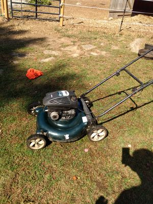 Working Bolens Briggs and Stratton lawn mower for Sale in Scituate, RI