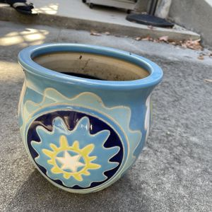 Small/Medium sized Flower pot for Sale in Rolling Hills Estates, CA