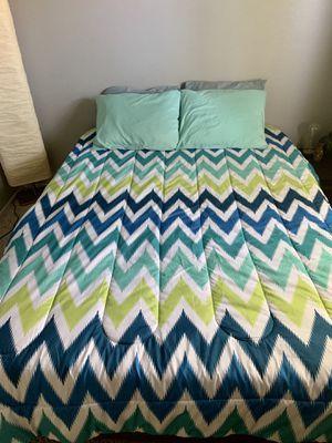 Queen Bed Grey for Sale in Las Vegas, NV