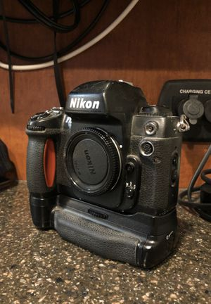 Nikon F100 with battery pack for Sale in Marysville, WA