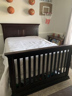 Full size bed and dresser (bed converts to crib) for Sale in Keller, TX