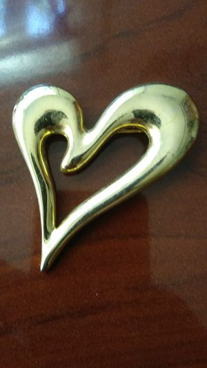 Vintage signed goldtone heart brooch 6cm for Sale in Richmond, CA