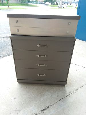 Midcentury Bassett 4 drawer dresser 😁freshly painted, Mushroom w/Champagne accent! OMG solid dovetail drawers! Must see! Credit cards accepted! for Sale in Joliet, IL