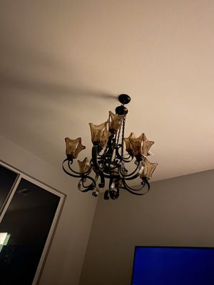 9 lt chandelier for Sale in San Jacinto, CA