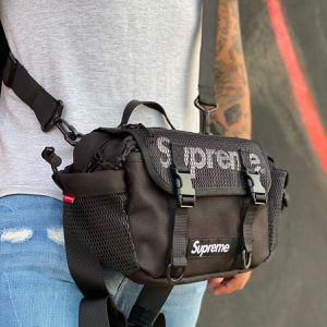 ⚫️ Black Supreme SS18 Crossbody Shoulder Big Messenger Waist Bag Fanny Pack for Sale in Orlando, FL