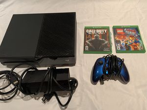 Xbox One Bundle 1 with 7 games and 1 controller for Sale in Irvine, CA