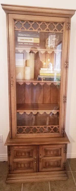 Beautiful vintage cabinet. for Sale in American Fork, UT