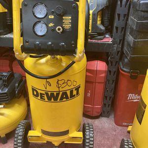 Dewalt 15g Compressor 225psi for Sale in Dallas, TX