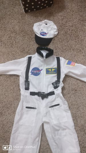 Halloween astronaut costume 3t - 4t for Sale in Minneapolis, MN