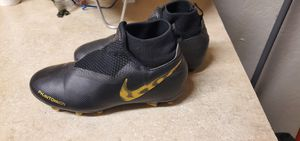 Nike phantom sn cleats size 2y for Sale in Long Beach, CA
