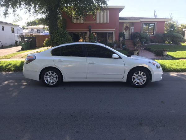 2010 Nissan Altima sl fully loaded