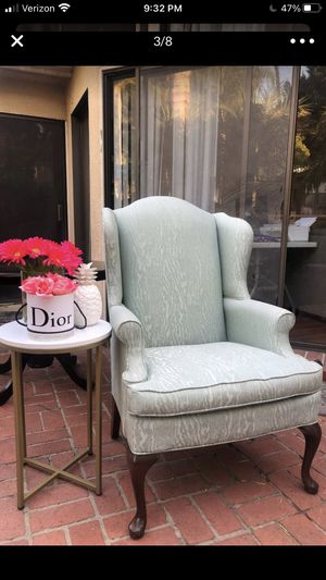 Laz-z-Boy High Back Arm Chair Like New for Sale in Burbank, CA