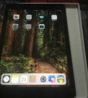 iPad 5th gen WiFi and 32gb for Sale in Chesapeake, VA