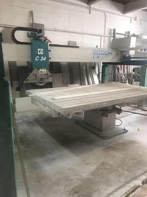 C 34 Bridge Saw with Tilting Table - In Excellent Condition for Sale in Miami, FL