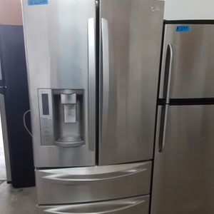 LG Refrigerator stainless Steel for Sale in Modesto, CA