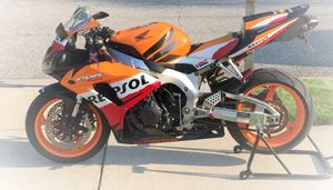🔑💲5OO URGENT I sell my motorcycle 🔑2007 Honda CBR 1000RR Repsol edition Motor is smooth and is very stout!.🔑🔑🔑 for Sale in Wichita, KS