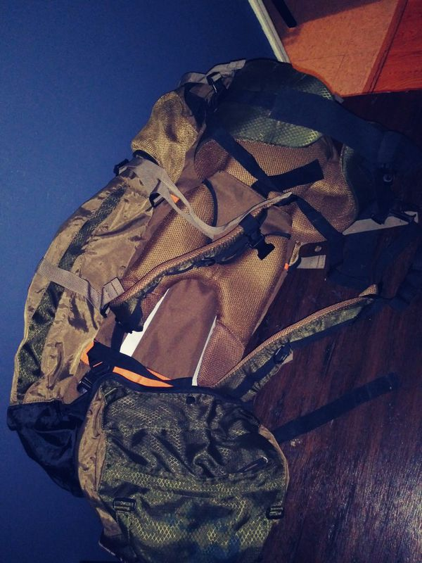 FIELD AND STREAM MILITARY BACK PACK ..EXCELLENT CONDITION !!!
