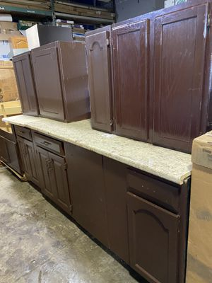 Kitchen cabinets set for Sale in Dearborn, MI