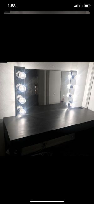 Vanity table for Sale in Irvine, CA