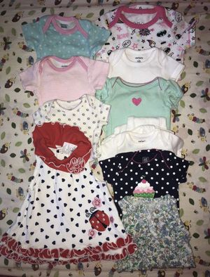 17 Pieces of clothing for girls with Diapers for Newborn for Sale in Tacoma, WA