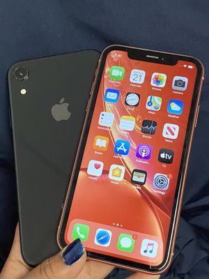 IPHONE XR 64gb Desbloqueado con garantia for Sale in Malden, MA
