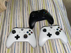 Xbox controllers READ DISCRIPTION ! for Sale in Aurora, IL
