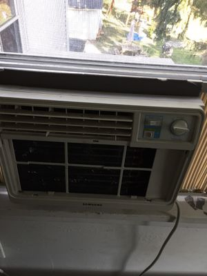 Window ac unit for Sale in Willoughby, OH