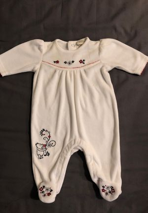 Winnie the Pooh onesie for Sale in Tigard, OR