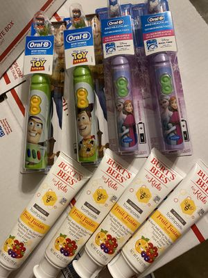 Kids Battery Operated Toothbrush Bundle for Sale in Grand Prairie, TX