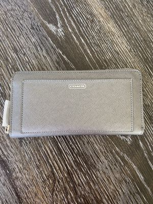 Brand New**Coach Silver Darcy Accordion Zip Wallet for Sale in Las Vegas, NV