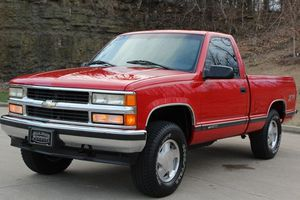 $1OOO I'm seling URGENTLY my family car 1996 Chevrolet Silverado Super cute and clean in and out. for Sale in Washington, DC