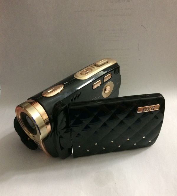 "DXG-535V 720P HD Camcorder w 3.0"" TFT Screen Luxe Collection"