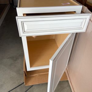 Brand New Cabinet for Sale in Los Angeles, CA