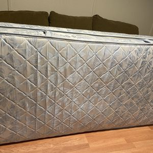 Twin Matress And Box Spring for Sale in St. Petersburg, FL