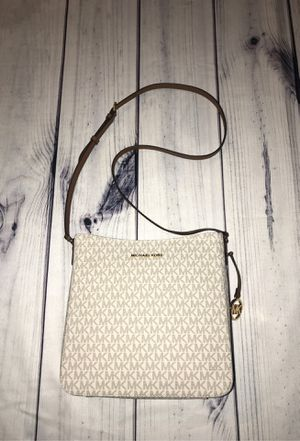 NEW MICHAEL KORS MESSENGER BAG for Sale in Palmdale, CA