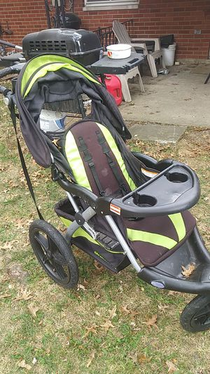 Baby trend 3 wheel stroller for Sale in Columbus, OH