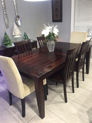 Distressed wood dining Kitchen Table & 6 chairs for Sale in Buffalo Grove, IL