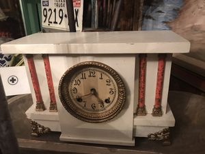 Gorgeous Antique clock not in working condition needs a key for Sale in Santa Clarita, CA
