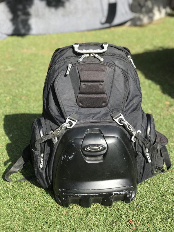 2a8a170a32 Oakley Lunch box Backpack for Sale in Oceanside