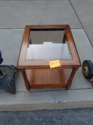 Beautiful Wood and Glass End Table w/Drawer for Sale in St. Louis, MO