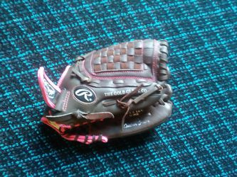 Girls softball glove for Sale in Angier,  NC