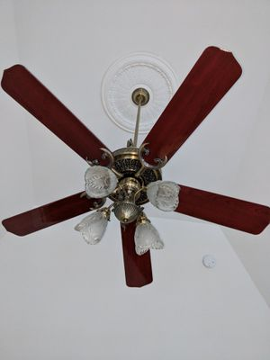 "52"" 5 blade 4 light Concord ceiling fan for Sale in Concord, MA"