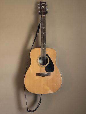 Yamaha F310 acoustic guitar with external pickup for Sale in Pompano Beach, FL