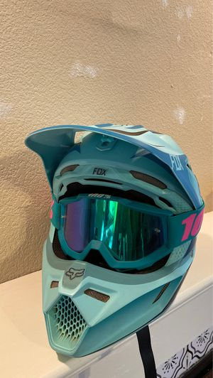 Women's fox helmet for Sale in Madera, CA