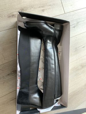 Brand new over the knee black leather boots with box size 8 for Sale in Newark, CA